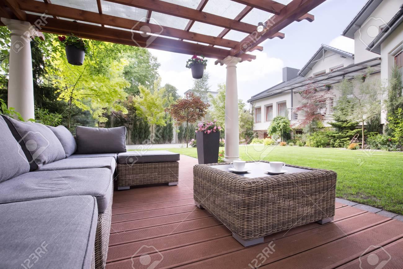 Full Size of Couch Terrasse Gemtliche Korb Auf Lizenzfreie Fotos Wohnzimmer Couch Terrasse
