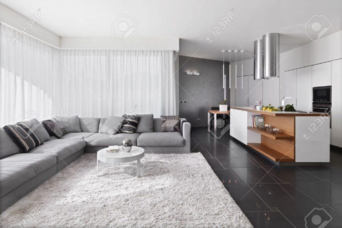 Large Size of Küche Teppich Innenansicht Wohnzimmer Mit Sofa Und Aufbewahrungsbehälter Grau Hochglanz Kaufen Günstig Wanduhr Musterküche Inselküche Abverkauf Anthrazit Wohnzimmer Küche Teppich