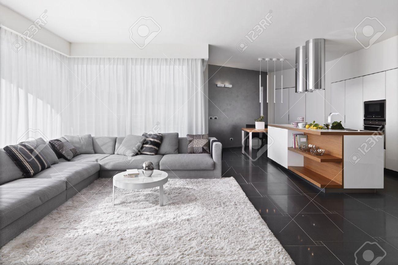 Full Size of Küche Teppich Innenansicht Wohnzimmer Mit Sofa Und Aufbewahrungsbehälter Grau Hochglanz Kaufen Günstig Wanduhr Musterküche Inselküche Abverkauf Anthrazit Wohnzimmer Küche Teppich