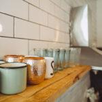 Regal Küche Arbeitsplatte Wohnzimmer Regal Küche Arbeitsplatte Neues Aus Der Kche Alt Trifft Auf Neu Holzofen Weiß Hochglanz Rollwagen Tresen Metall Pendelleuchten Wandtattoos Roller Regale Ikea