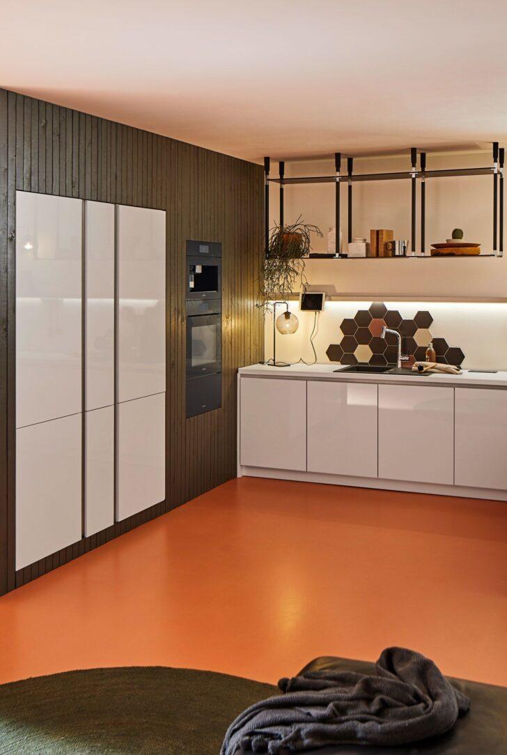 Medium Size of Smart Living Kche Mit Track Hngeregal Kitchen Ausstellungsküche Arbeitsschuhe Küche Ohne Hängeschränke Massivholzküche Bodenbeläge Teppich Modul Wohnzimmer Küche Hängeregal