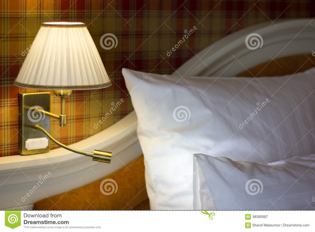 Large Size of Schlafzimmer Wandlampen Wandlampe Im Stockbild Bild Von Lampe Set Schimmel Günstige Mit Boxspringbett Regal Luxus Vorhänge Weiß Kronleuchter Klimagerät Wohnzimmer Schlafzimmer Wandlampen