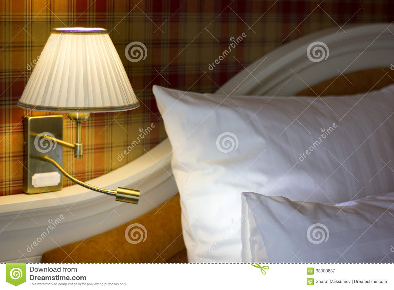 Full Size of Schlafzimmer Wandlampen Wandlampe Im Stockbild Bild Von Lampe Set Schimmel Günstige Mit Boxspringbett Regal Luxus Vorhänge Weiß Kronleuchter Klimagerät Wohnzimmer Schlafzimmer Wandlampen