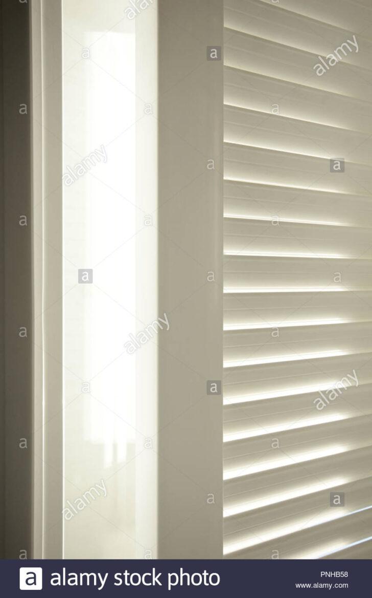 Medium Size of Fenster Jalousien Innen Fensterrahmen Jalousie Stockfoto Kbe Insektenschutzgitter Meeth Sichtschutz Für Trocal Rahmenlose Sicherheitsbeschläge Nachrüsten Wohnzimmer Fenster Jalousien Innen Fensterrahmen