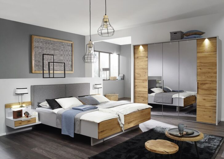 Medium Size of Schlafzimmer Komplett Mit 5 Trigen Kleiderschrank In Grau Und Kommode Weiß Deckenlampe Günstige Stuhl Kronleuchter Set Günstig Komplette Deko Für Betten Wohnzimmer Schlafzimmer Komplett