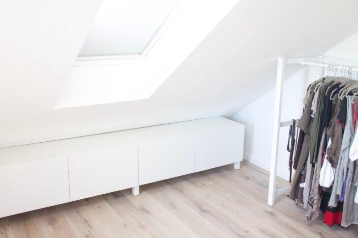 Medium Size of Wohnzimmer Schrankwand Bad Hängeschrank Weiß Hochglanz Badezimmer Unterschrank Küche Jalousieschrank Spiegelschrank Mit Beleuchtung Und Steckdose Regale Wohnzimmer Dachschräge Schrank Ikea