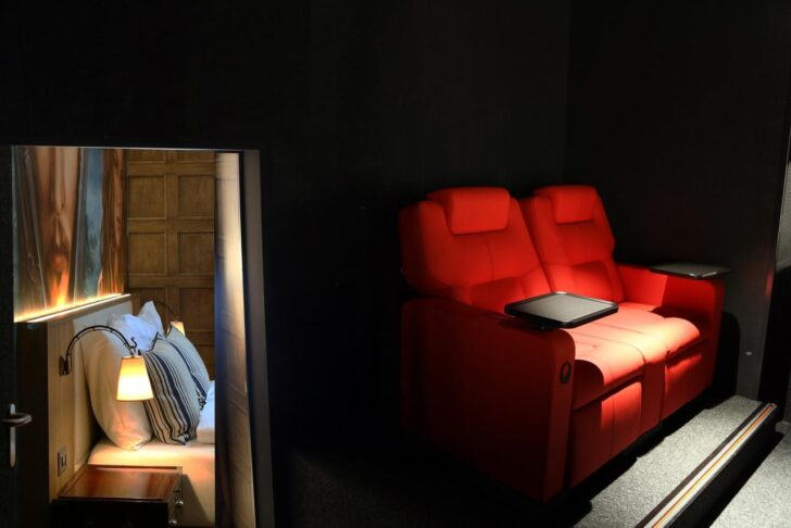 Medium Size of Kino Mit Betten Hotel Cinema 8 Schweiz Schftland Bookingcom Möbel Boss Matratze Und Lattenrost 140x200 Schubladen 2 Sitzer Sofa Relaxfunktion Bett Hohem Wohnzimmer Kino Mit Betten