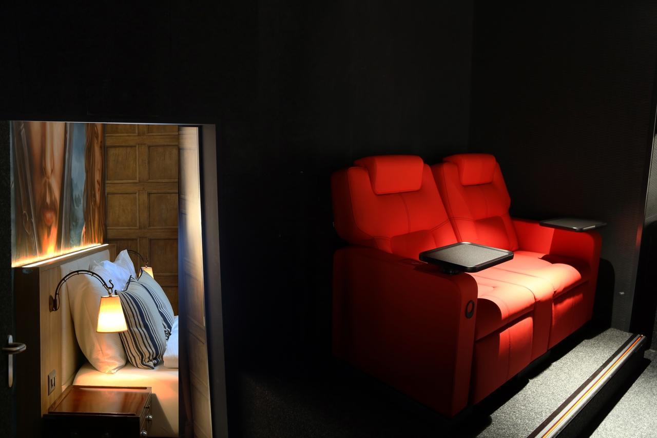 Full Size of Kino Mit Betten Hotel Cinema 8 Schweiz Schftland Bookingcom Möbel Boss Matratze Und Lattenrost 140x200 Schubladen 2 Sitzer Sofa Relaxfunktion Bett Hohem Wohnzimmer Kino Mit Betten