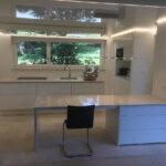 Poggenpohl Mit Insel Spanndecke Und Eingebauter Haube In Der Küchen Regal Wohnzimmer Poggenpohl Küchen