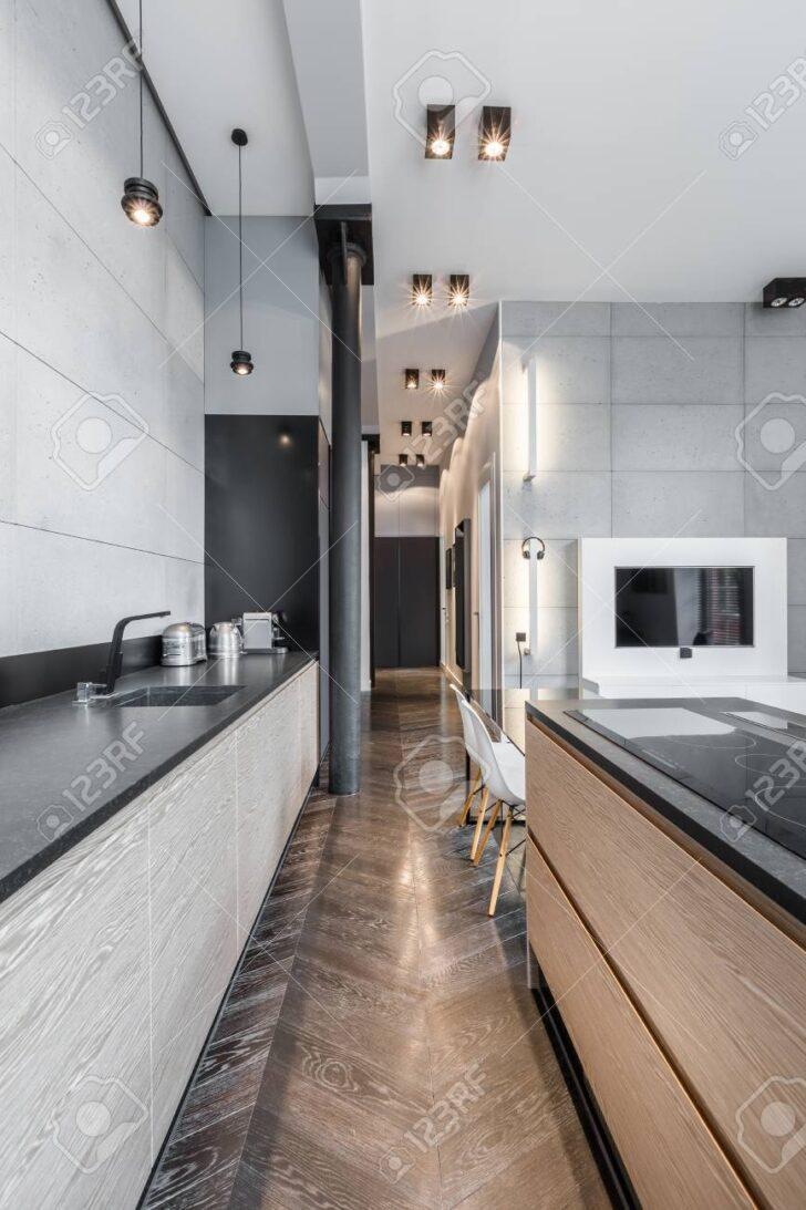 Medium Size of Für Küche Funktionelle Kche Mit Schwarzer Arbeitsplatte Und Wandbelag Landhausküche Weiß Kopfteile Betten Aufbewahrungsbehälter Magnettafel Ikea Kosten Wohnzimmer Deckenleuchte Für Küche