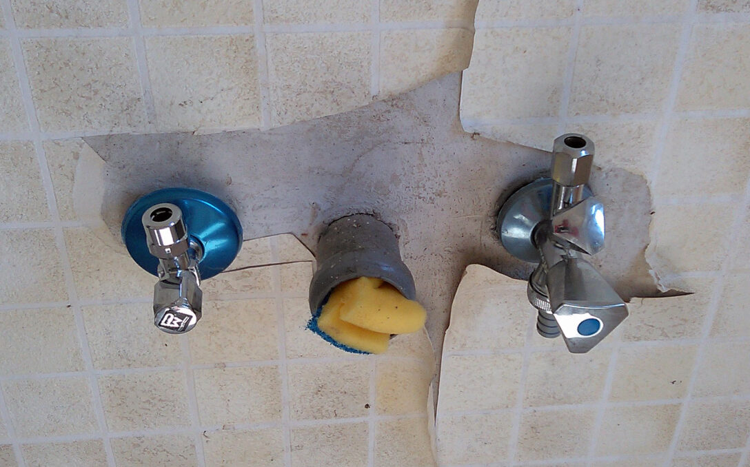 Large Size of Wasseranschluss Küche Filewasseranschluss In Einer Kueche Fcmjpg Wikimedia Fliesenspiegel Einbauküche Weiss Hochglanz Led Deckenleuchte Outdoor Edelstahl Wohnzimmer Wasseranschluss Küche