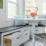 Sitzecke Kleine Küche Wohnzimmer Singleküche Mit E Geräten Küche Gewinnen Lüftung Pantryküche Kühlschrank Fliesen Für Industrie Arbeitsplatten Ausstellungsküche Vorhänge Modulare