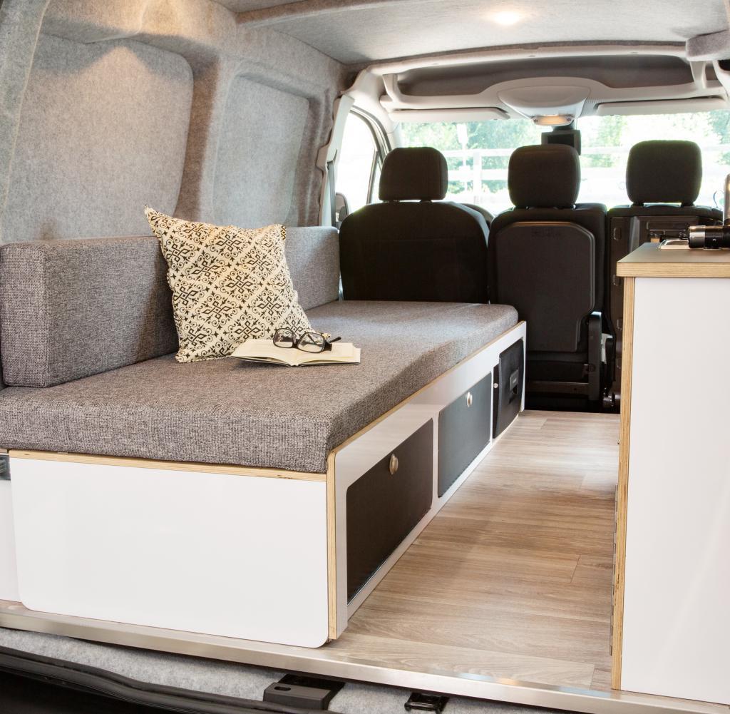 Full Size of Platzsparend In Den Urlaub Peugeot Partner Alpin Camper Welt Bett Mit Ausziehbett Wohnzimmer Ausziehbett Camper