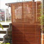 Trennwand Balkon Sichtschutz Holz Obi Plexiglas Ohne Bohren Metall Sondereigentum Glas Bild Von Natascha Schwanke In 2020 Garten Glastrennwand Dusche Wohnzimmer Trennwand Balkon