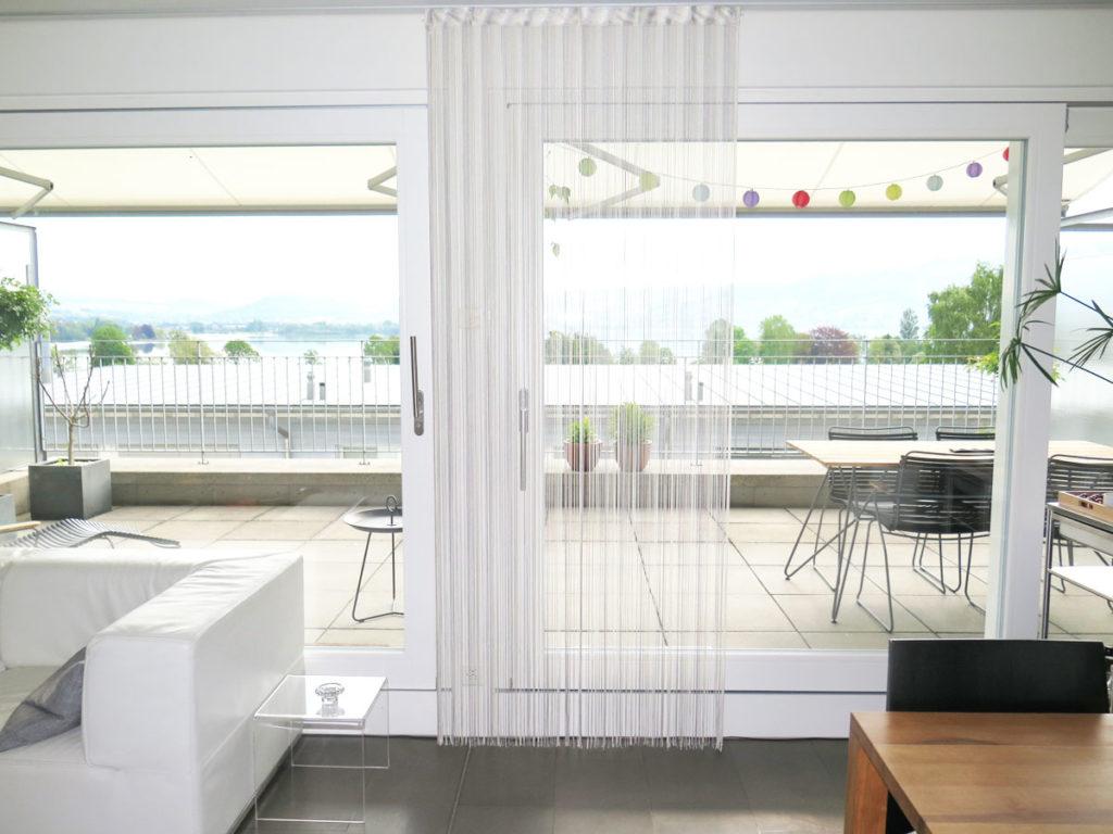 Full Size of Vorhang Terrassentür Insektenschutz Balkontr Ohne Bohren So Gehts Vorhangboxch Küche Wohnzimmer Bad Wohnzimmer Vorhang Terrassentür