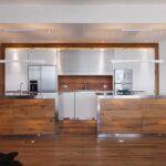 Küche Edelstahl Wohnzimmer Symbiotisch Khles Edelstahl Trifft Auf Warmes Eichenholz Hängeschrank Küche Glastüren Ohne Oberschränke Sideboard Mit Arbeitsplatte Grifflose Holzbrett
