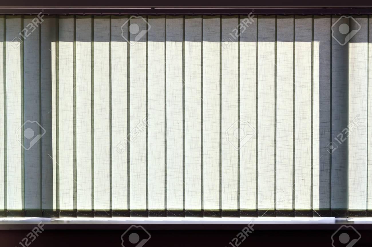 Full Size of Jalousie Innen Fenster Vertikalen Jalousien Auf Das Bro Lizenzfreie Einbauen Kosten Insektenschutzrollo Schüko Rc 2 Nach Maß Jemako Sicherheitsfolie Felux Wohnzimmer Jalousie Innen Fenster