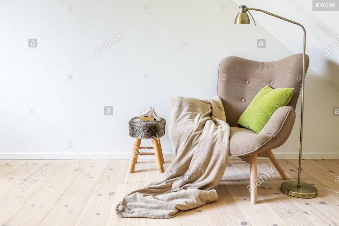 Large Size of Lampe Wohnzimmer Decke Eine Lesung Stuhl Sessel Mit Einer Vorhänge Deckenleuchten Bad Deckenleuchte Tischlampe Deckenlampen Für Tagesdecke Bett Led Lampen Wohnzimmer Lampe Wohnzimmer Decke