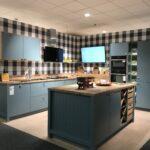 Küche Salbeigrün Ausstellungskchen Kchenzentrum Schller Rückwand Glas Buche Kreidetafel Kleine Einbauküche Schneidemaschine Holzbrett Ikea Kosten Läufer Wohnzimmer Küche Salbeigrün