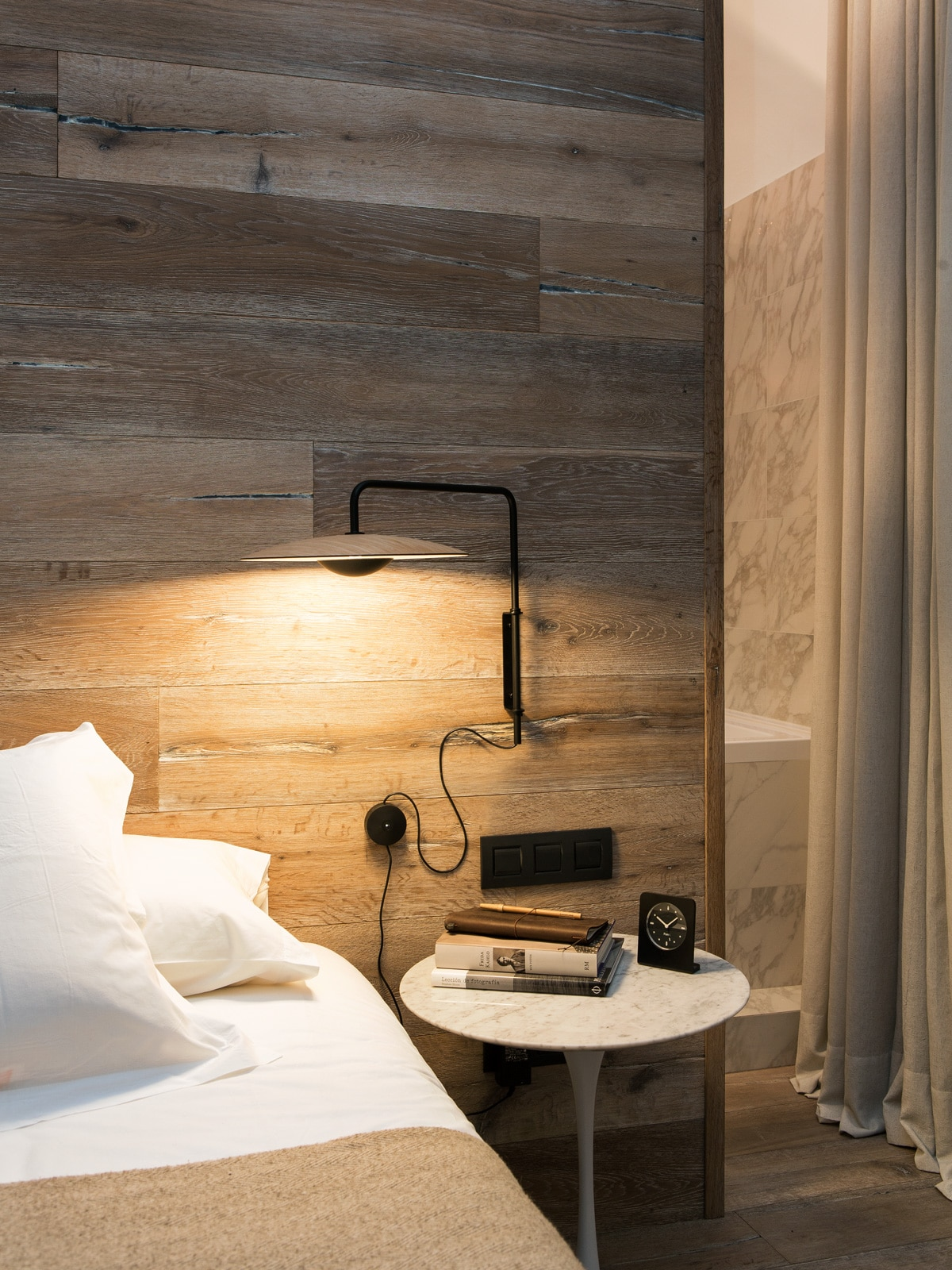 Full Size of Wandlampen Schlafzimmer Schwenkbar Wandlampe Modern Ikea Holz Mit Komplett Guenstig Set Matratze Und Lattenrost Regal Stehlampe Deckenleuchte Weißes Kommode Wohnzimmer Wandlampen Schlafzimmer