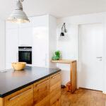 Freistehende Küchen Thymian Moderne Kche Mit Klarer Linie Ratiomat Küche Regal Wohnzimmer Freistehende Küchen