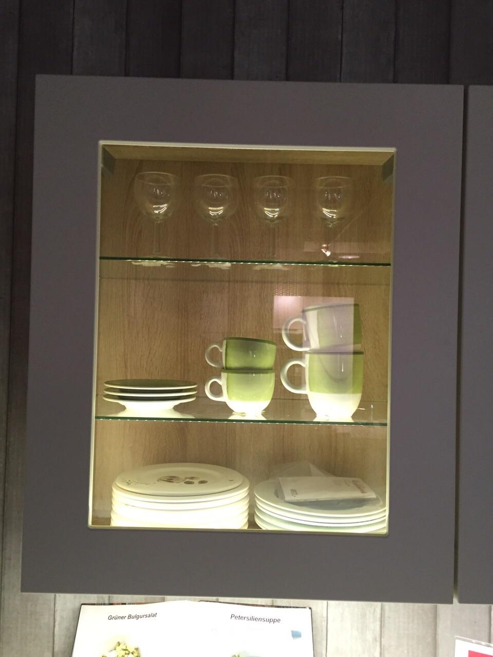 Full Size of Hngeschrank Kche Falttr Einstellen Glas Schwarz Milchglas Wei Poco Küche Tapeten Für Die Stengel Miniküche Esstisch Hängeschrank Höhe Modern Weiss Wohnzimmer Glas Hängeschrank Küche