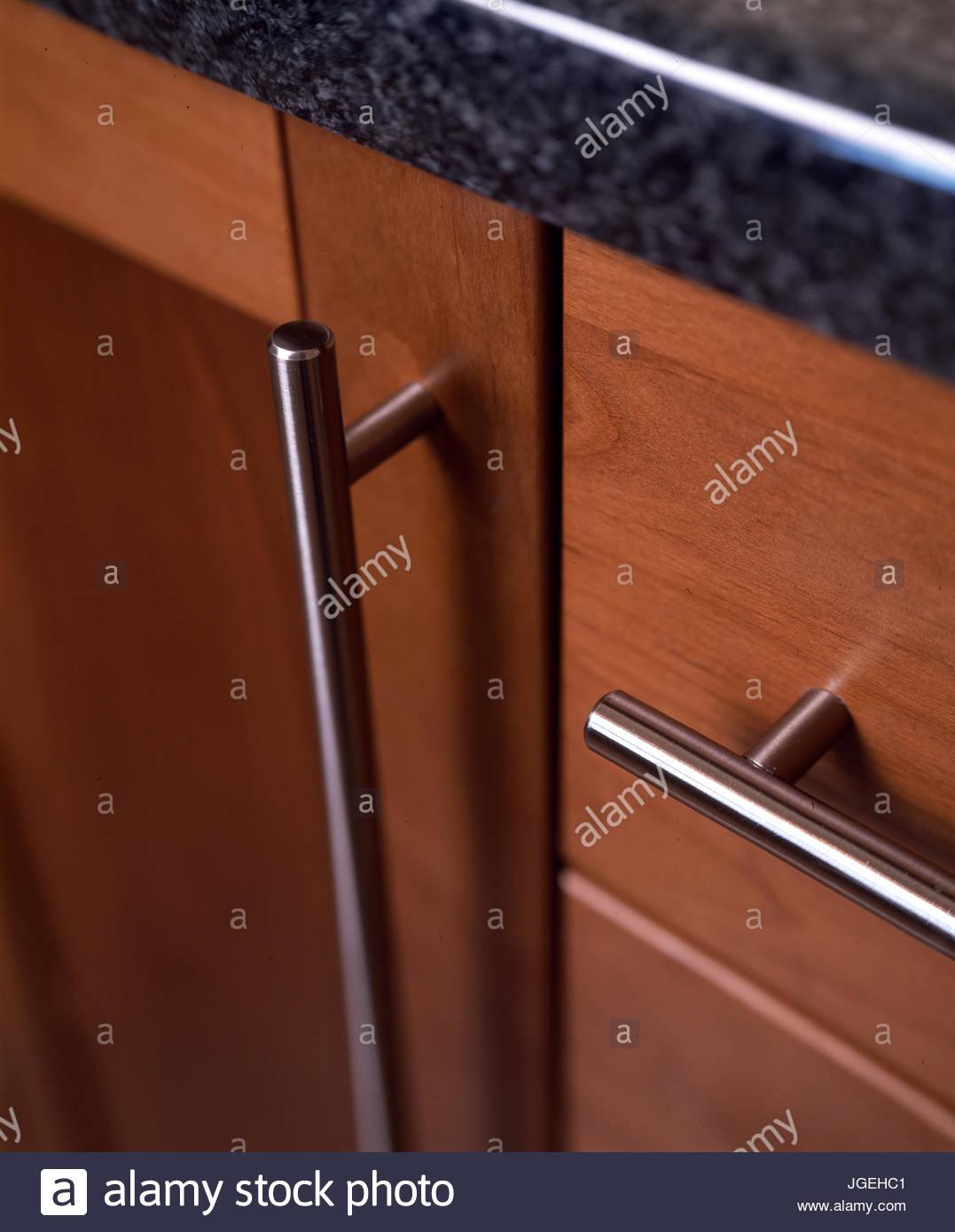 Full Size of Küchenschrank Griffe Nahaufnahme Der Kchenschrank Mit Aus Rostfreiem Stahl Küche Möbelgriffe Wohnzimmer Küchenschrank Griffe