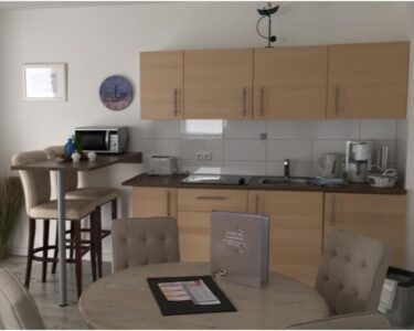 Küchen Bartisch Wohnzimmer Küchen Bartisch Ferienwohnung Juist Im Haus Achter De Waterkant Küche Regal