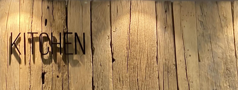 Full Size of Weinregal Holz Wand Blog Das Design Aus Edlem Fr Ihre Holzhäuser Garten Massivholz Regal Wanduhr Küche Bett Rückwand Holzfliesen Bad Schlafzimmer Komplett Wohnzimmer Weinregal Holz Wand