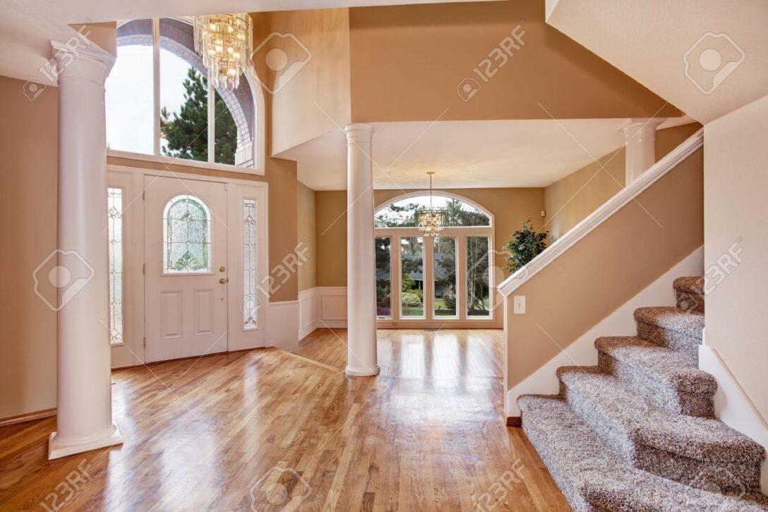 Large Size of Schne Eingangshalle Mit Hohen Bad Wohnzimmer Küche Esstisch Schlafzimmer Led Für Schöne Betten Mein Schöner Garten Abo Wohnzimmer Schöne Decken