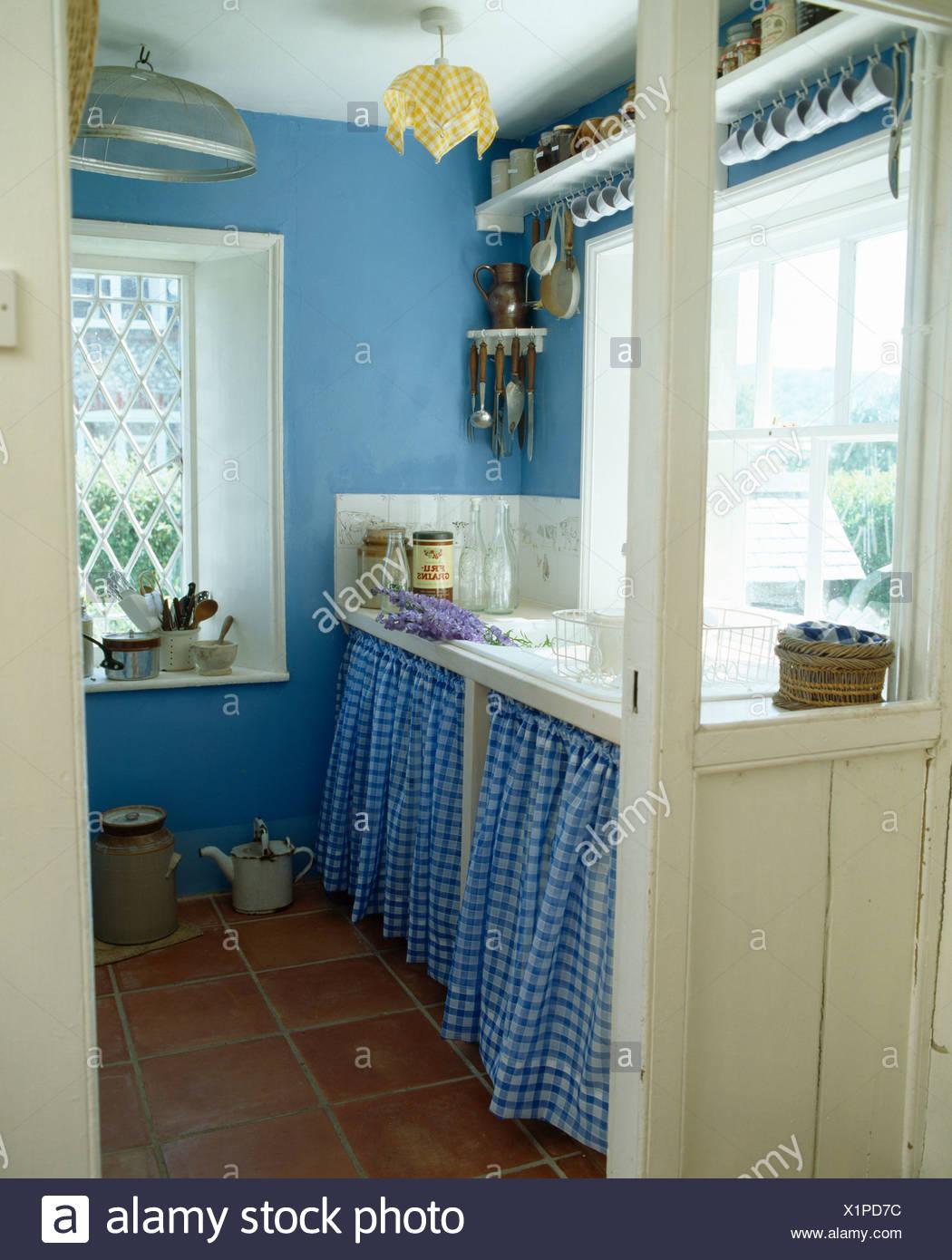 Full Size of Schrank Für Küche Blaue Aufgegebenes Vorhnge Auf Unter Waschbecken Im Lampen Badezimmer Hochschrank Weiß Bodenbelag Spritzschutz Plexiglas Led Deckenleuchte Wohnzimmer Schrank Für Küche