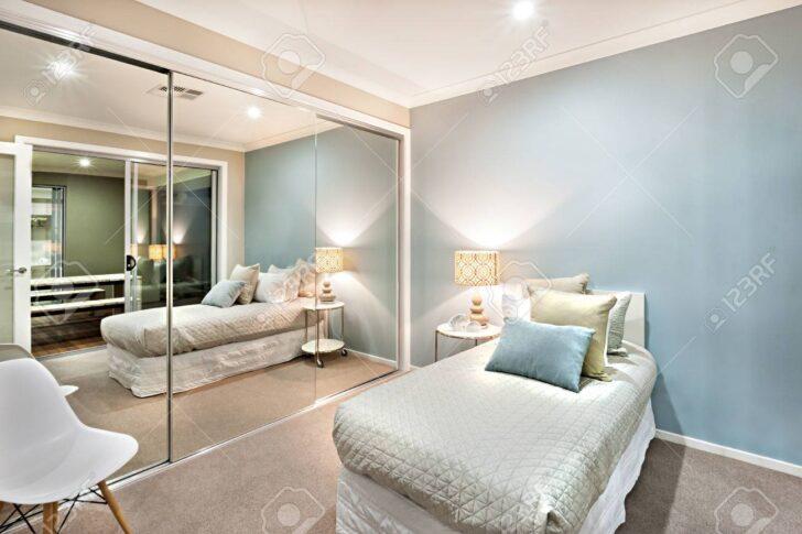 Medium Size of Schlafzimmer Komplett Massiv Weiss Set Luxus Und Klassische Sind Hellblau Wandlampe Schranksysteme Mit überbau Wohnzimmer Günstig Teppich Stehlampe Weiß Wohnzimmer Schlafzimmer Komplett Modern