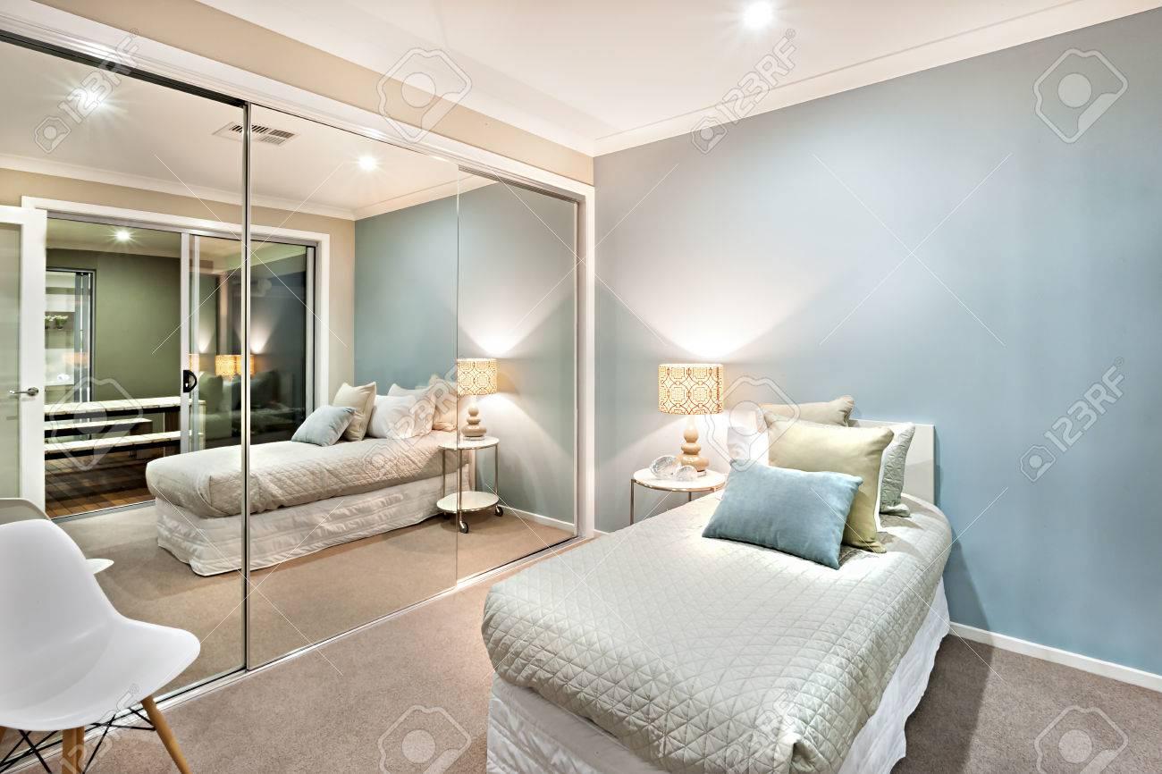 Full Size of Schlafzimmer Komplett Massiv Weiss Set Luxus Und Klassische Sind Hellblau Wandlampe Schranksysteme Mit überbau Wohnzimmer Günstig Teppich Stehlampe Weiß Wohnzimmer Schlafzimmer Komplett Modern
