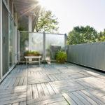 Schritt Fr Zum Balkon Windschutz Aus Plexiglas Spritzschutz Küche Wohnzimmer Plexiglas Hornbach