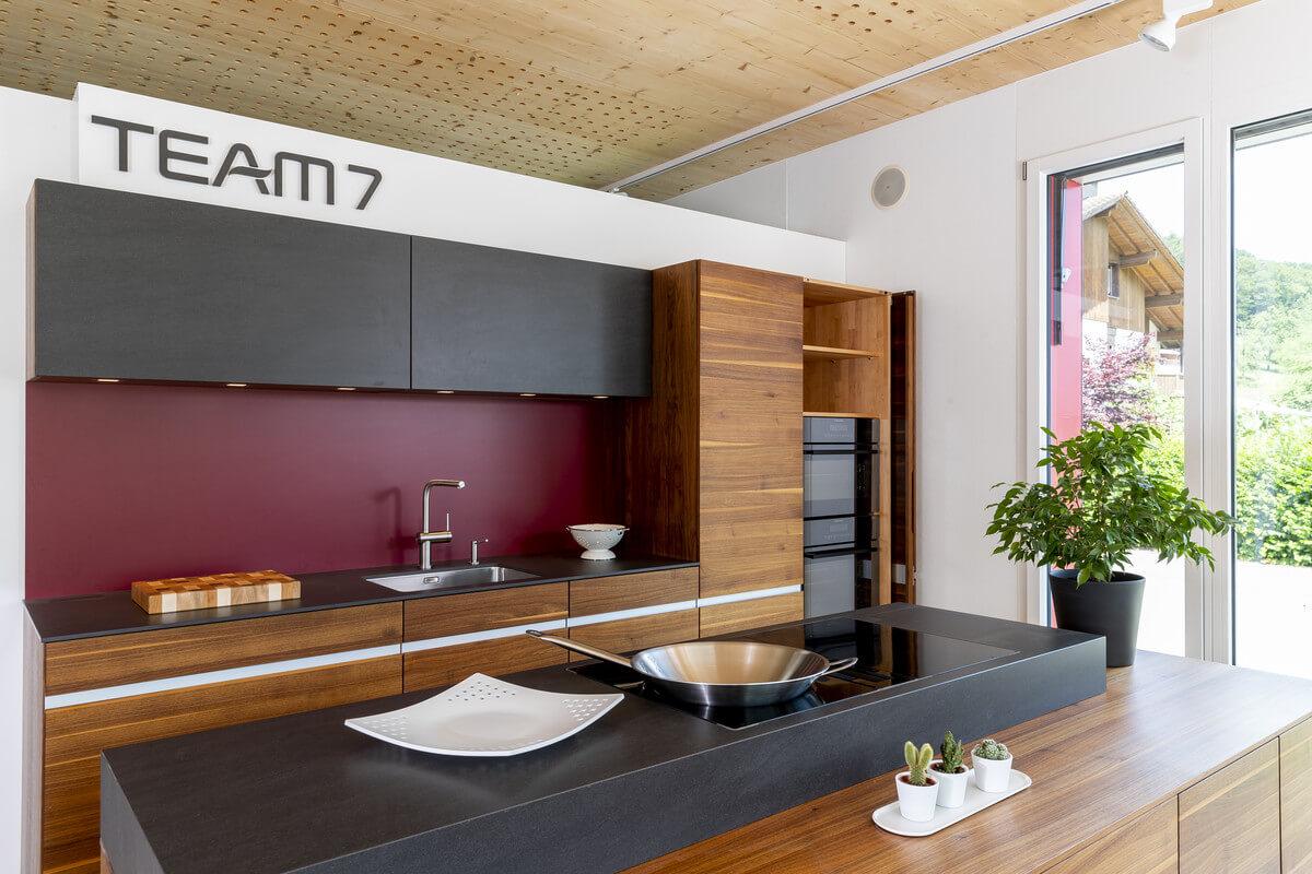 Full Size of Team 7 Ausstellungskche Linee Nussbaum Baumgartner Schreinerei Betten Wohnzimmer Ausstellungsküchen Team 7