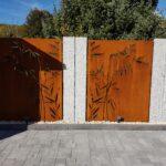 Abtrennwand Garten Wohnzimmer Abtrennwand Garten Trennwand Holz Sichtschutz Bild Von Simona Ca In 2020 Spielhaus Jacuzzi Und Landschaftsbau Berlin Versicherung Whirlpool Klapptisch