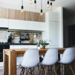 Moderne Küche Gardinen 2020 Wohnzimmer 1001 Kchen Ideen Und Inspirationen Fr Nchste Renovierung Laminat In Der Küche Beistelltisch Singleküche Mit Kühlschrank Led Deckenleuchte Bodenfliesen