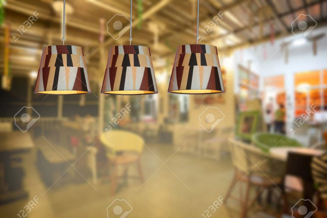 Large Size of Warme Beleuchtung Im Caf Und Wohnzimmer Bett Schlafzimmer Landhausküche 180x200 Esstische Küche Fürs Duschen Sofa Bad Wohnzimmer Moderne Deckenleuchten