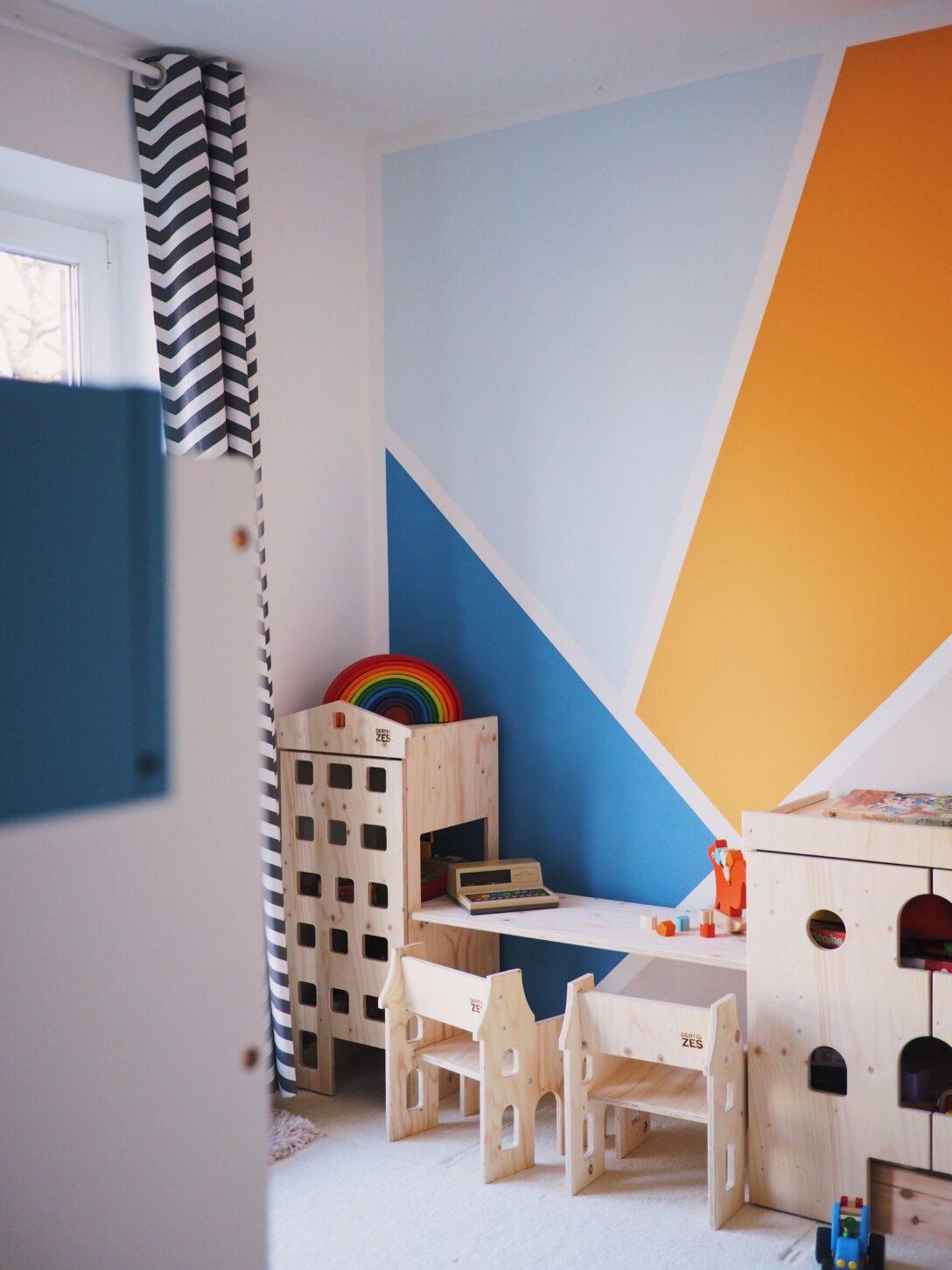 Large Size of Wandgestaltung Kinderzimmer Jungen Im Eine Kunterbunte Regale Regal Sofa Weiß Wohnzimmer Wandgestaltung Kinderzimmer Jungen