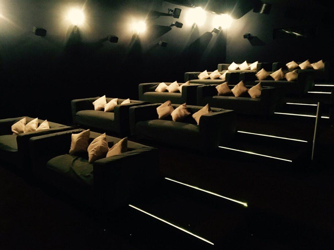 Large Size of Kino Mit Betten Das Bequemste In Paderborn Neue Cinepleheit Pollux 200x220 Teenager Musterring Xxl Massivholz Designer Mädchen Sofa Relaxfunktion 3 Sitzer Wohnzimmer Kino Mit Betten