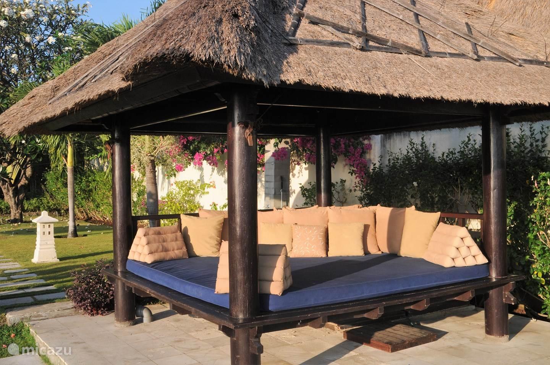 Full Size of Bali Bett Outdoor Kaufen Villa Insulinde Dencarik Nord In Lovina Betten Holz 90x190 Gebrauchte Mannheim Mit Rückenlehne 160 Tatami Schlicht Luxus Kopfteil Wohnzimmer Bali Bett Outdoor