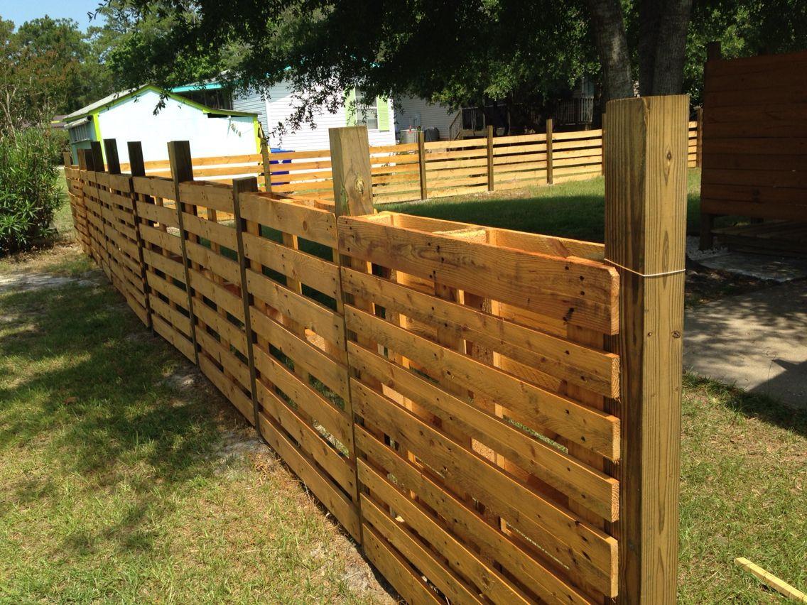 Full Size of Zaun Aus Paletten Palettenholz Bauen Befestigen Selber Palettenzaun Garten Bett 140x200 Regal Regale Europaletten Kaufen Wohnzimmer Zaun Paletten