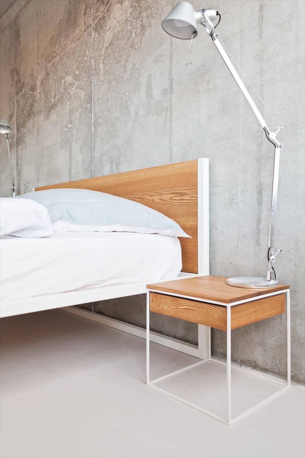 Full Size of Betten Design Holz Massivholz Bett Schlicht Beistelltisch Und Nachttisch N51e12 Manufacture Weißes 90x200 Holzregal Badezimmer De Für übergewichtige Hohe Wohnzimmer Bett Design Holz