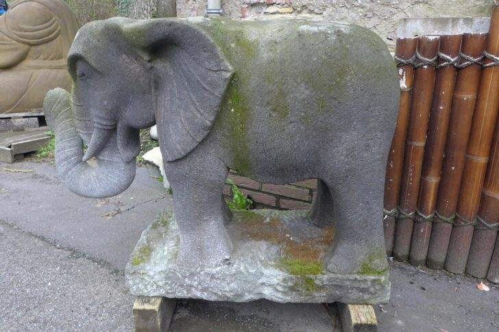 Medium Size of Gartenskulpturen Buddha Stein Aus Steinguss Modern Antik Moderne Kaufen Gartenskulptur Gartenfiguren Statuen Asiastyle Elefant Bad Gastein Therme Hotel Wohnzimmer Gartenskulpturen Stein