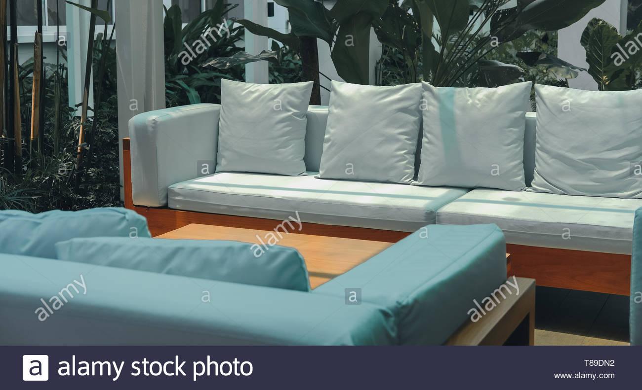 Full Size of Couch Terrasse Wei Sofa Auf Der Im Garten Stockfoto Wohnzimmer Couch Terrasse
