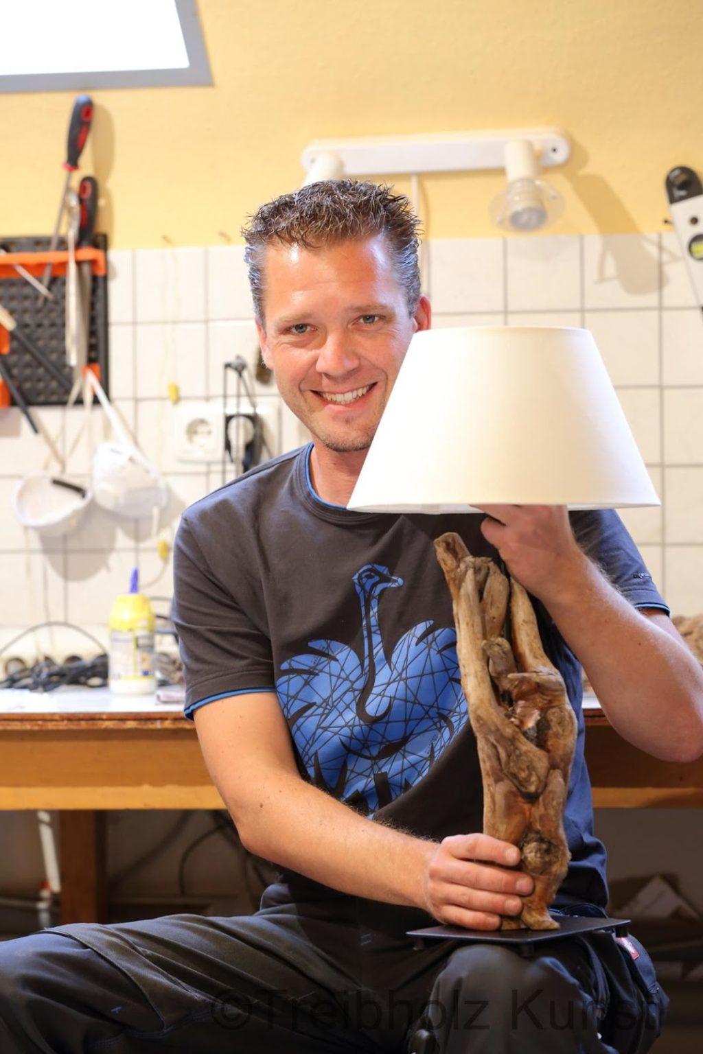 Full Size of Bauanleitung Eine Schwemmholz Designer Lampe Selbst Herstellen Küche Landhaus Schlafzimmer Wandlampe Esstisch Massiv Ausziehbar Regal Aus Obstkisten Bett Wohnzimmer Lampe Aus Holz Selber Machen