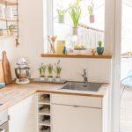 Küche Fenster Wohnzimmer Küche Fenster Frhling Am Mit Upcycling Blumenampeln In 2020 Pendeltür Winkel Kleiner Tisch Alarmanlage Ebay Trocal Fliegengitter Modulküche Einbruchschutz