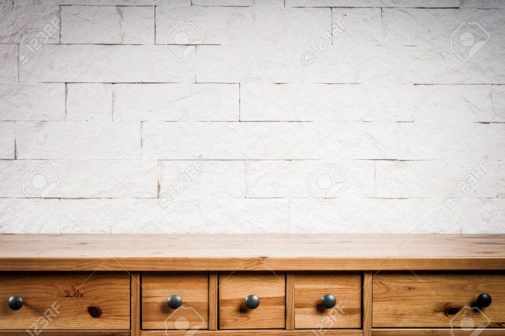 Medium Size of Holzregal Wand Und Aus Weien Ziegeln Lizenzfreie Fotos Wandtattoo Sprüche Lärmschutzwand Garten Bad Wandregal Wandtattoos Wohnzimmer Glastrennwand Dusche Wohnzimmer Holzregal Wand