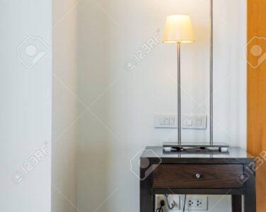 Moderne Stehlampe Wohnzimmer Wohnzimmer Stehlampe Wohnzimmer Im Lizenzfreie Fotos Xxl Esstische Landhausstil Teppich Fototapeten Gardinen Sofa Kleines Teppiche Board Wandtattoos Kamin Bett 180x200