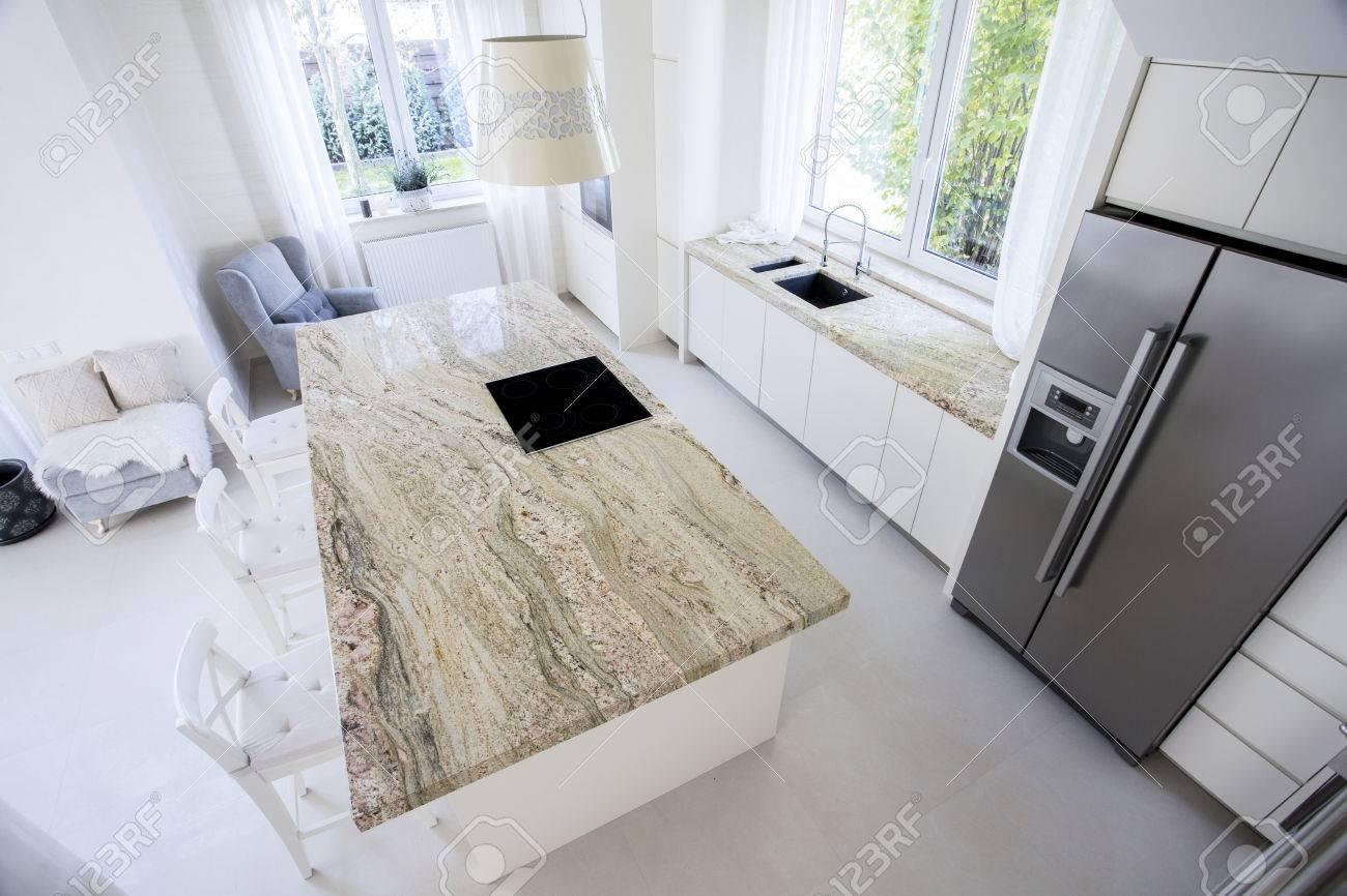 Full Size of Big Granitarbeitsplatte In Helle Kche Küche Mit Arbeitsplatte Granitplatten Arbeitsplatten Wohnzimmer Granit Arbeitsplatte
